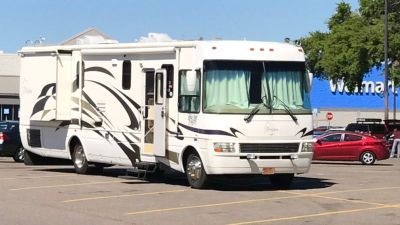 2005 National RV Dolphin 5375