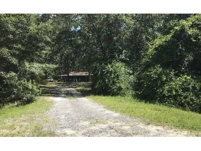2 Bed 1.5 Bath Foreclosure Property in Jesup, GA 31545 - Old River Rd