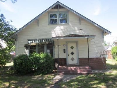 5 Bed 1 Bath Foreclosure Property in Medford, OR 97504 - Queen Anne Ave