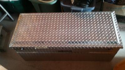 Dee Zee tool box