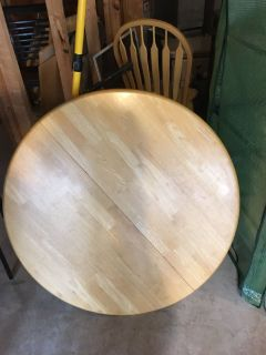 Pine pedistal kitchen table