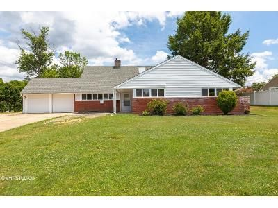 4 Bed 3 Bath Foreclosure Property in Levittown, PA 19056 - Flamehill Rd