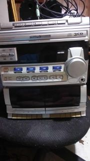Five-channel Philips Magnavox stereo system works