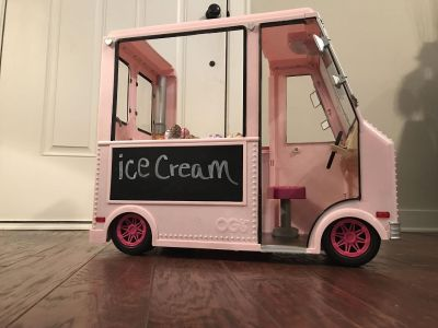 Ice cream truck for American Girl dolls! Tons of pieces and new condition!