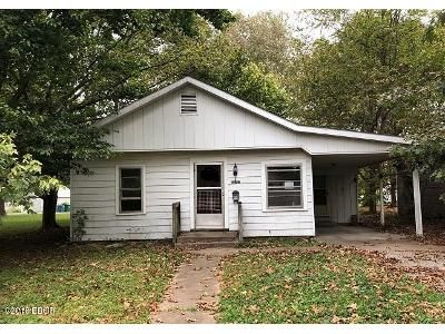 3 Bed 1 Bath Foreclosure Property in Murphysboro, IL 62966 - Lindell Ave