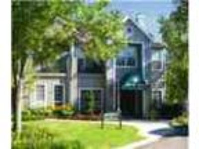 Townhomestyle Apartments Close To Shopping Dining