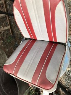 2 new boat seats one with nice swivel base included