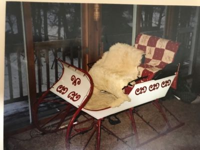 red and white antique sleigh with shaft