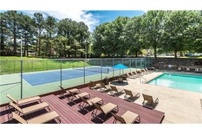 1 bedroom Apartment - Located in the Carrboro area and on the free Chapel Hill J-bus line.
