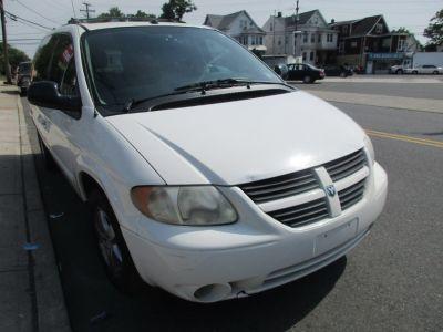 2005 Dodge Grand Caravan SXT (Stone White)