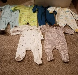 SIZE NEWBORN, SET OF 6, CARTER ONESIES SLEEPERS, EXCELLENT CONDITION, SMOKE FREE HOUSE