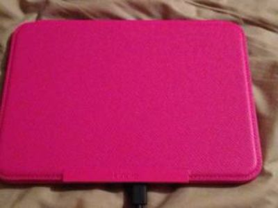 Kindle Fire HD with pink kindle shell