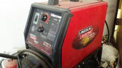 Lincoln MIG welder with gauges.. great shape lightly used w/gauges