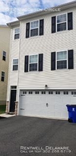 SPACIOUS TOWNHOME IN HUDSON VILLAGE-$1750