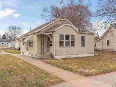 628 5th Avenue W Shakopee Two BR, Great starter home in prime