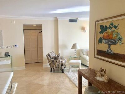 Miami Beach: 2/2 Available apartment (Collins Ave., 33139)
