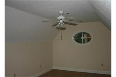 House for rent in Skidaway Island. Washer/Dryer Hookups!