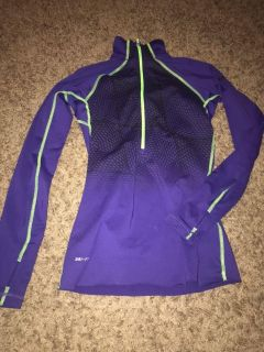 Nike active pull over
