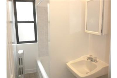 Chicago - Great one bedroom Features here include great closet space.