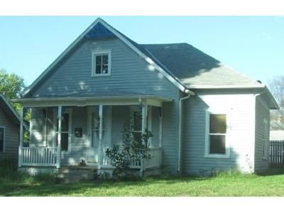 3 Bed 2 Bath Foreclosure Property in Wamego, KS 66547 - Pine St