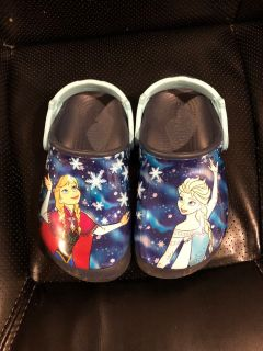 Crocs Elsa and Anna design