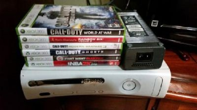 XBOX 360 + 6 Games...MINT condition, Works PERFECTLY