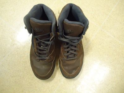 Ladies Nike Hiking Boots Size 6 M.