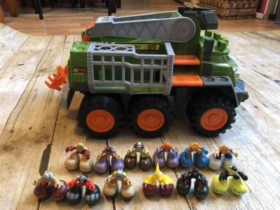 Matchbox bigboots adventure vehicle comes with 12 bigboots people amd 1 bigboots dinosaur $12-