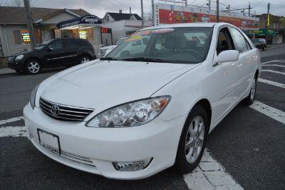 2005 Toyota Camry XLE V6 (White)