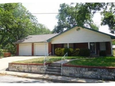 3 Bed 2 Bath Foreclosure Property in Comanche, TX 76442 - N Page St