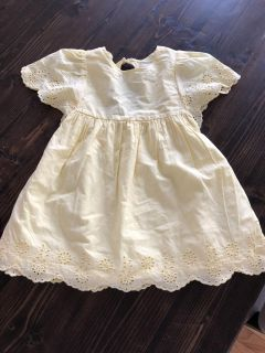 Never worn old navy yellow dress. Size 3T
