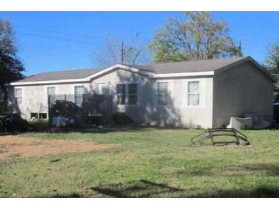 3 Bed 2 Bath Foreclosure Property in Smithville, TX 78957 - Yeager St