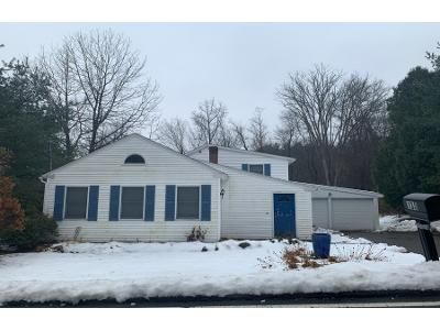 2 Bed 1.0 Bath Preforeclosure Property in Sutton, MA 01590 - Singletary Ave