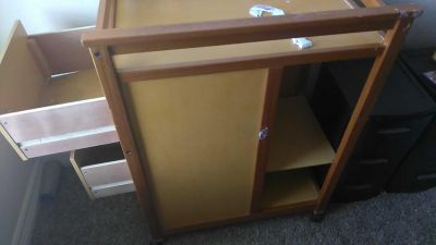 *FREe* very used changing table