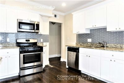 AVAILABLE 9/1!! SPACIOUS 3BED/1.5BATH IN ROSLINDALE - UPDATED AMENITIES W/ STAINLESS STEEL APPLIANCES & PET FRIENDLY!!