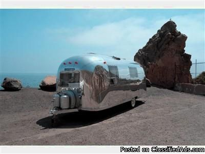 DLEI Restored 1967 Airstream Safari