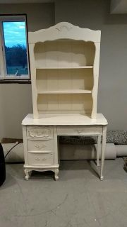 Childs desk and hutch