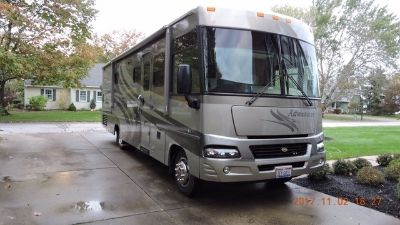 2005 Winnebago Adventurer 33V