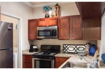 Apartment in quiet area, spacious with big kitchen. Washer/Dryer Hookups!