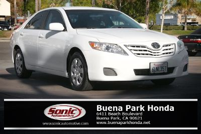2010 Toyota Camry Base (Super White)