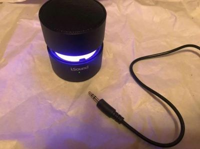 Little speaker with aux