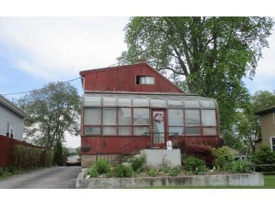 3 Bed 2 Bath Foreclosure Property in Fall River, MA 02721 - Kennedy St