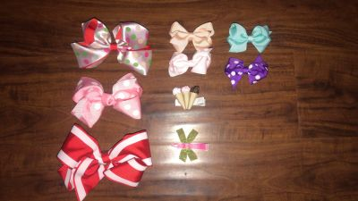 7 bows & 2 cute clips. ALL NEW. NEVER WORN