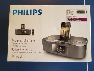 Philip's Digital Clock Radio with Original iPhone Dock