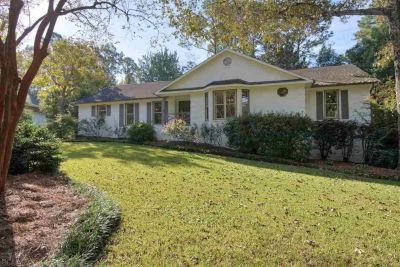 Gorgeous 5 Bedroom Home In Audubon Place, Fairhope