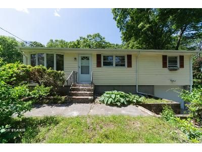3 Bed 1 Bath Foreclosure Property in North Grafton, MA 01536 - Indian Path