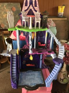 Monster High Castle Dolls and Clothes
