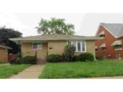 3 Bed 2 Bath Foreclosure Property in Calumet City, IL 60409 - 157th St