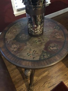 Unique Round End Table Pattern On Top and Bottom