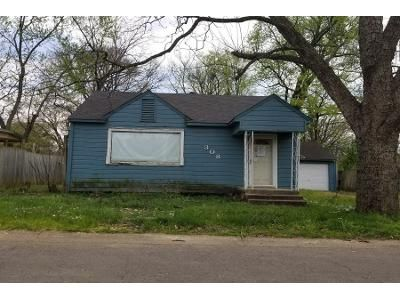 1.5 Bath Preforeclosure Property in Russellville, AR 72801 - E J St